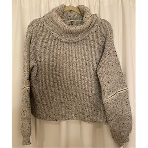 Cropped Sweater w/ Zipper Detail (LF Boutique)